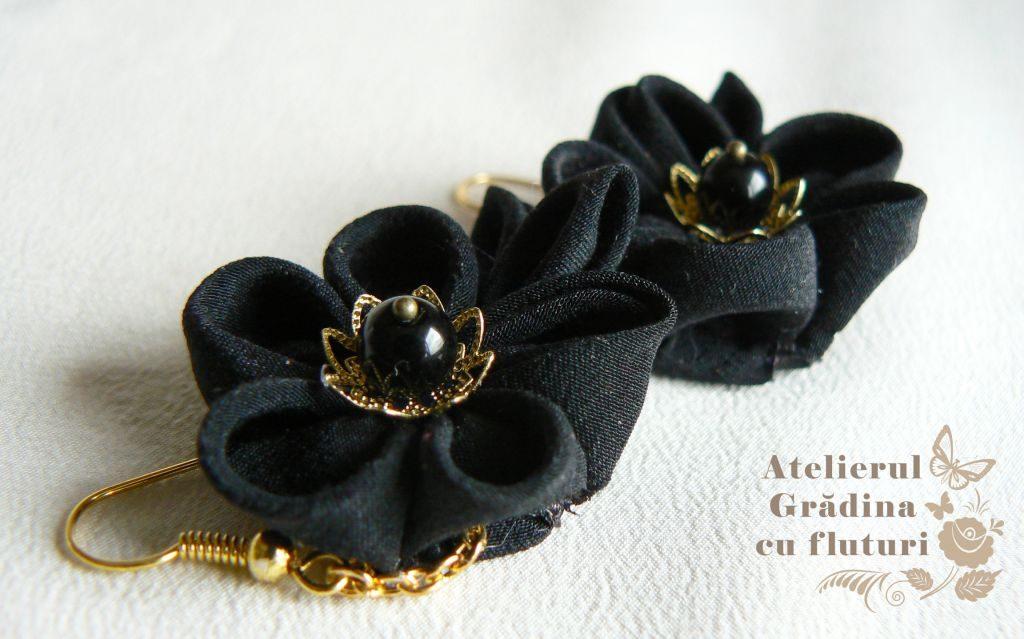 Cercei negri eleganţi cu lanţ şi tortiţe aurii - diametru 3 cm