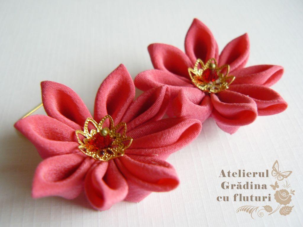 Cercei cu flori de nufăr roz cu tortiţe şi lanţ auriu - diametru 3.5 cm