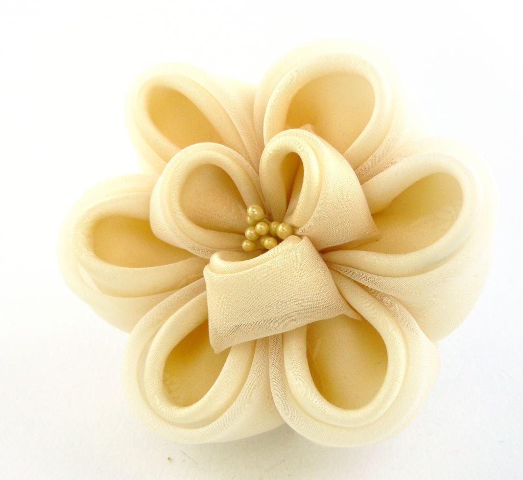 Floare bujor crem matase voal clama par kanzashi
