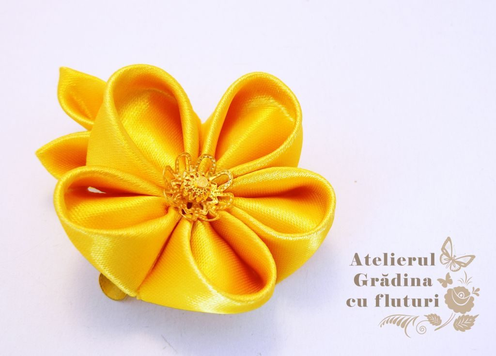 floare aurie logo