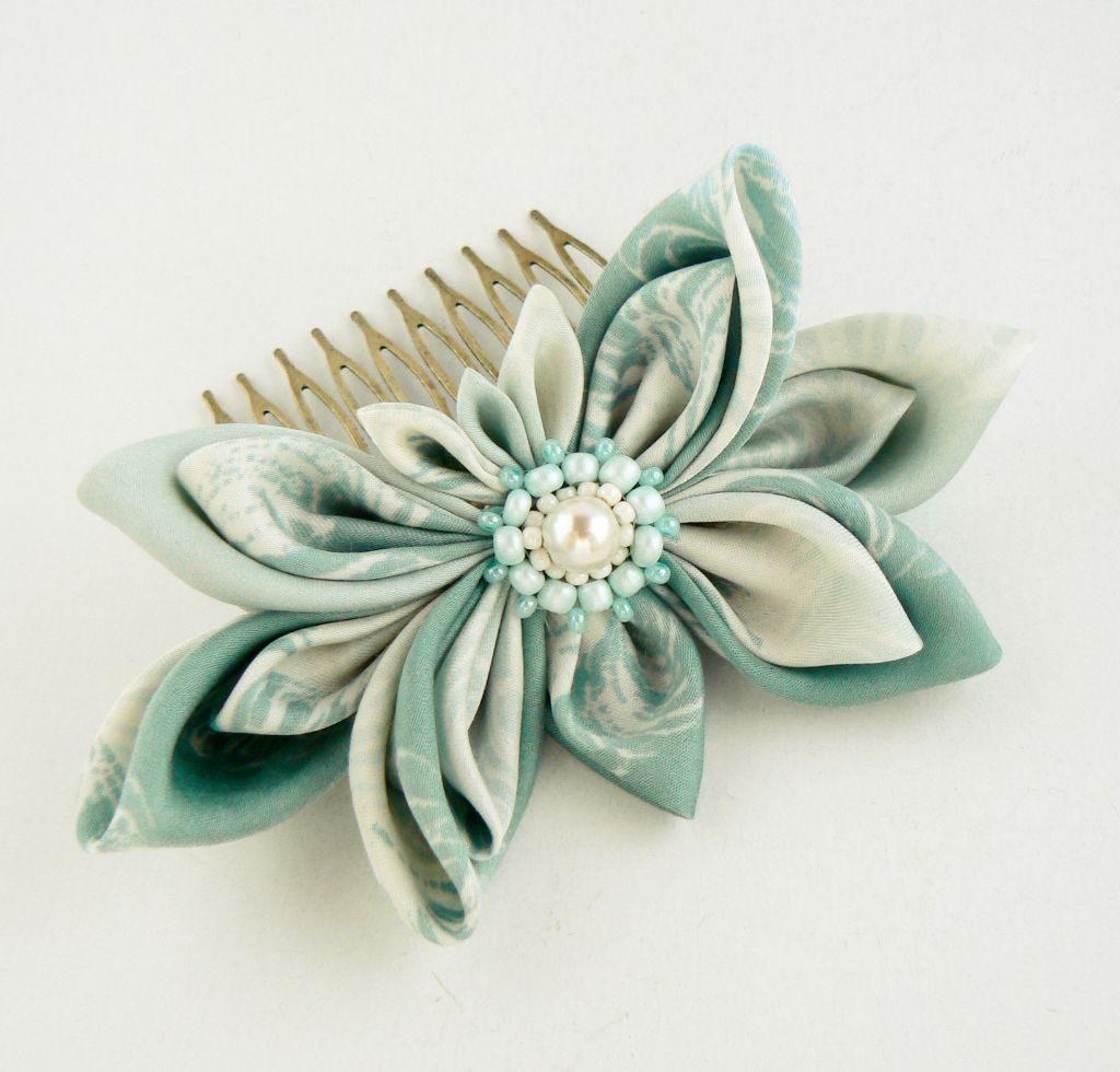 Floare bleu menta matase pieptene par kanzashi