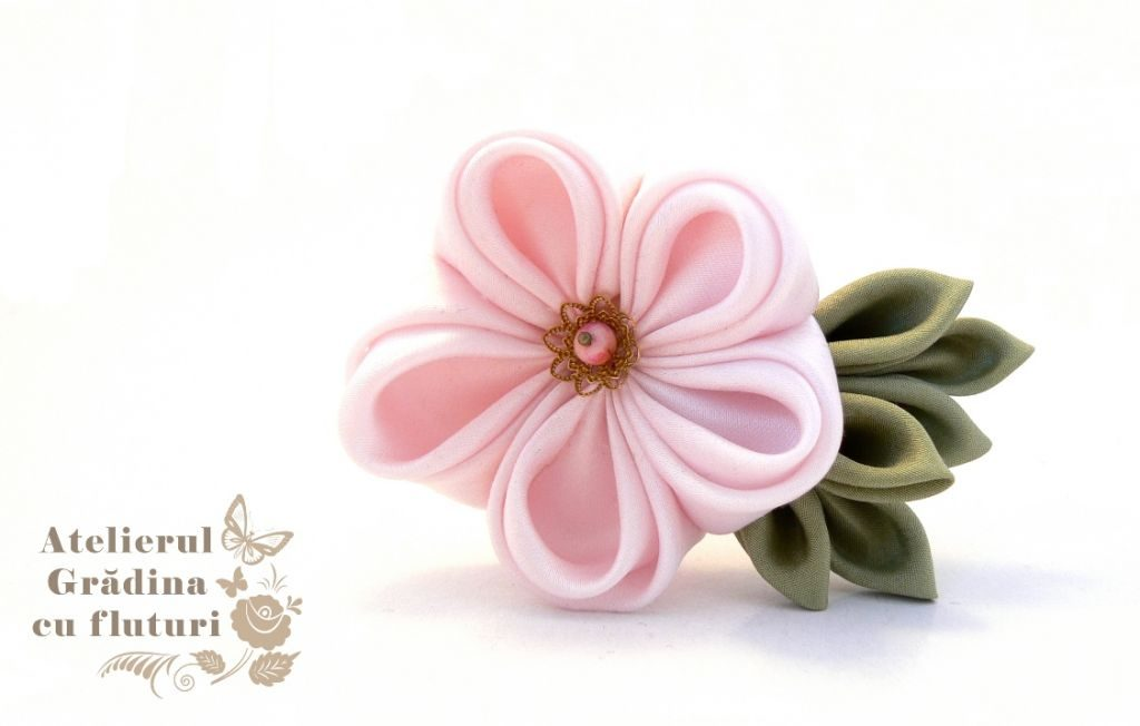 Floare roz de prun din mătase, pe clamă de păr