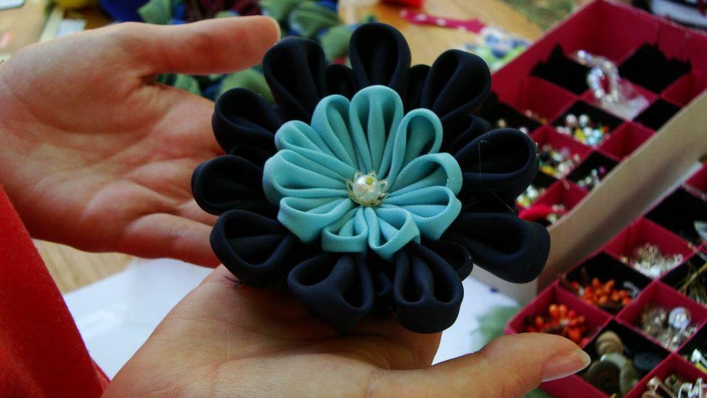 Broșă cu floare din mătase