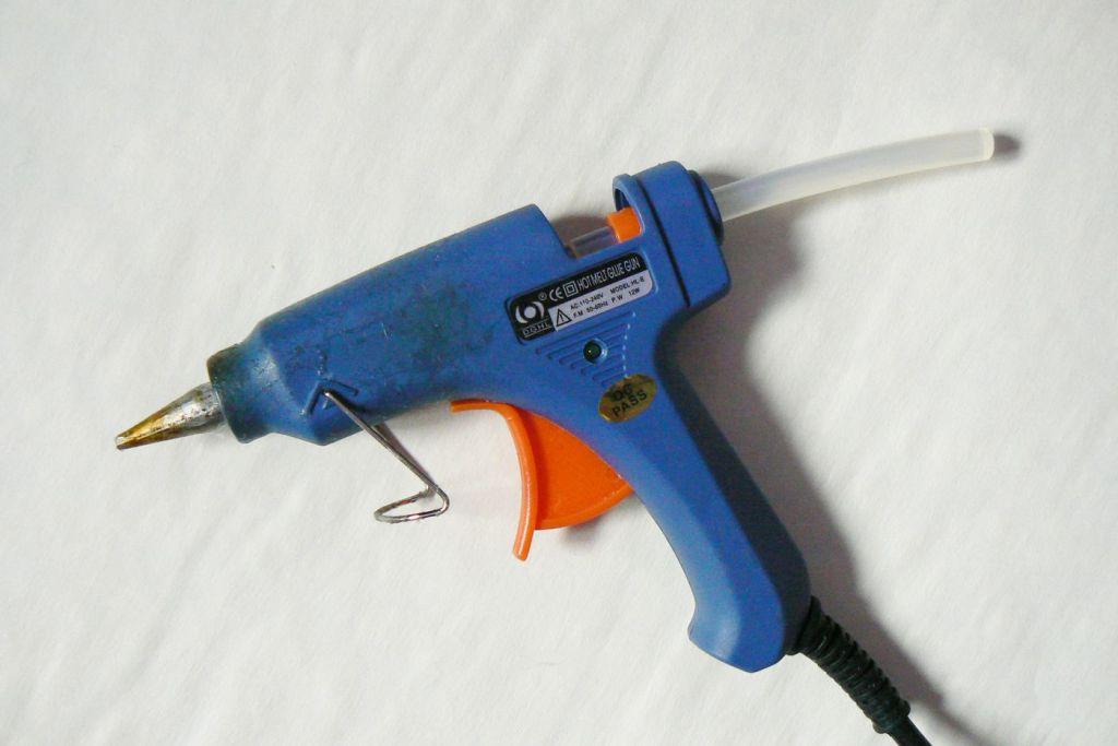 Pistol de lipit cu silicon - murdar
