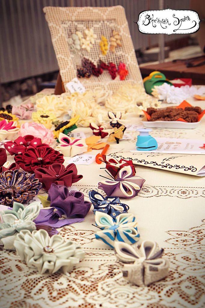 O perspectivă diferită a florilor atelierului la Bohemian Square