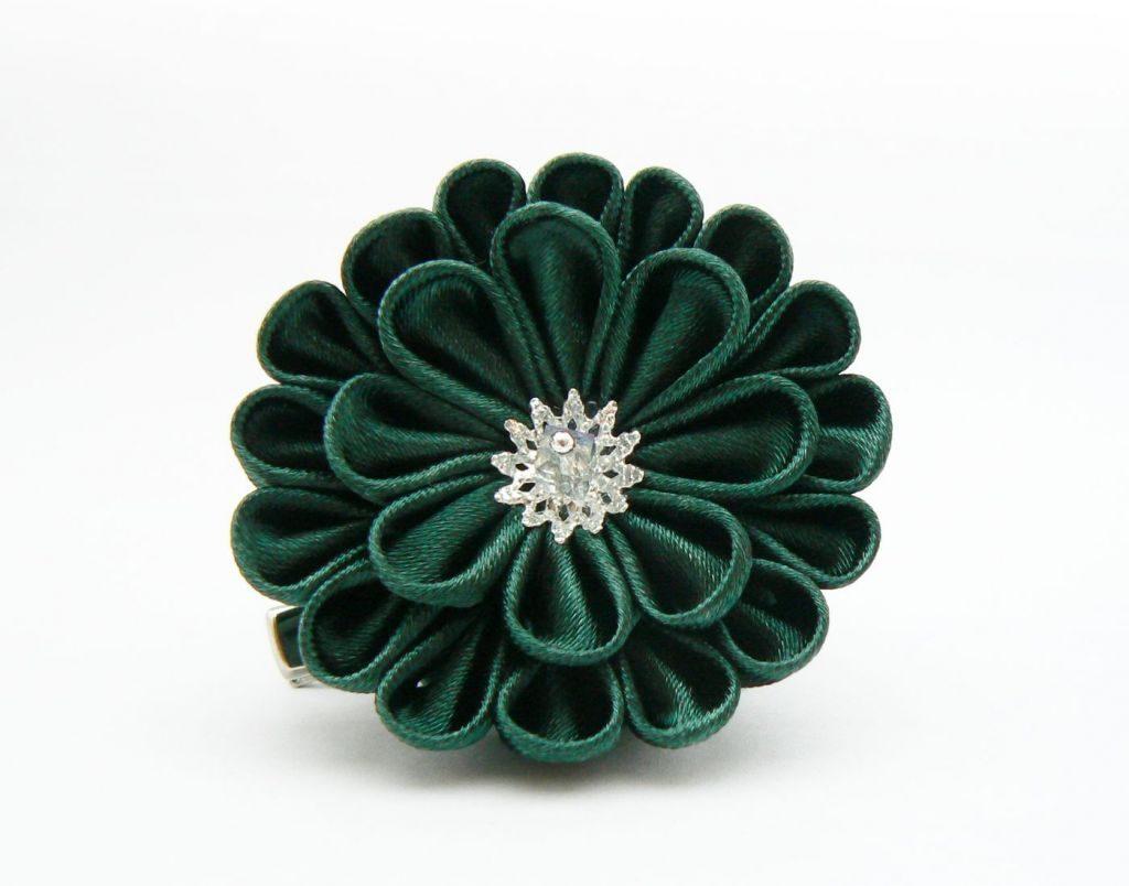 Crizantema kanzashi baza dubla din satin verde pin