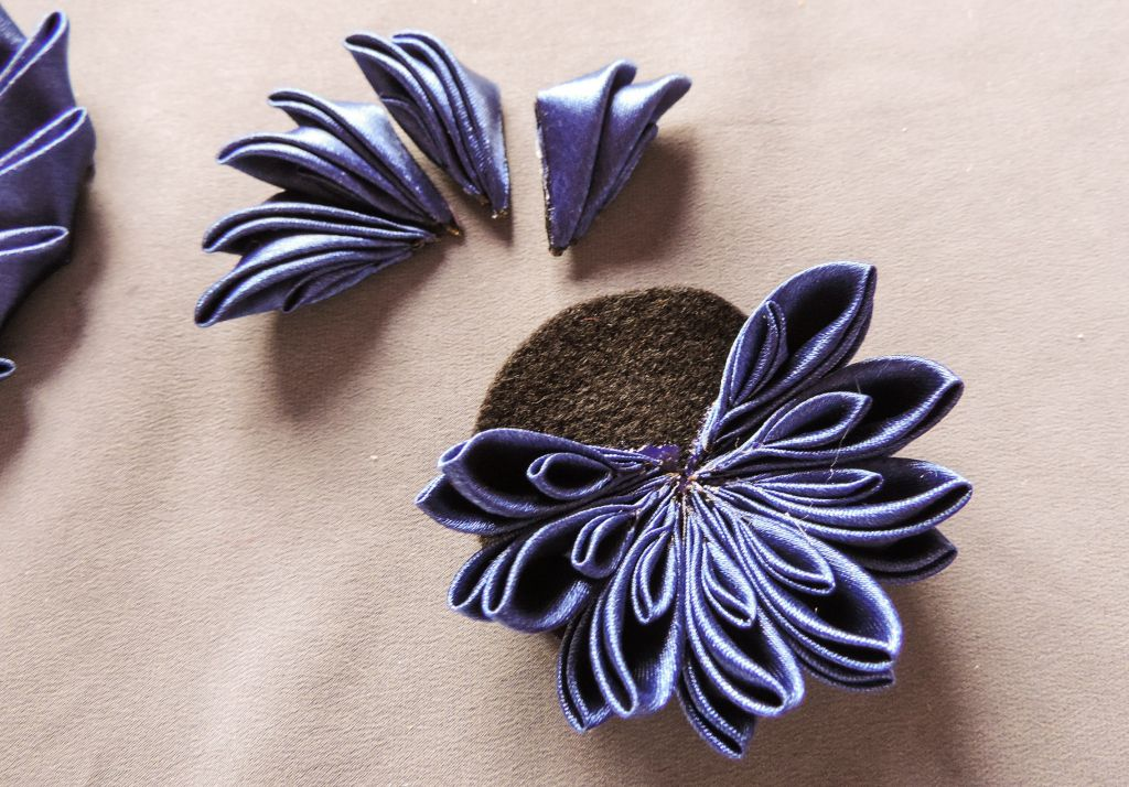 tutorial crizantema mare floare kanzashi satin 8