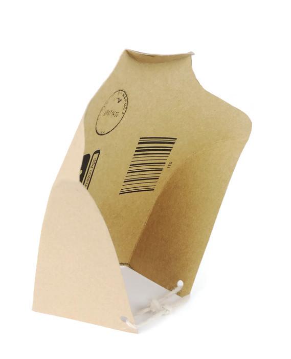 Bust de prezentare a colierelor handmade din carton