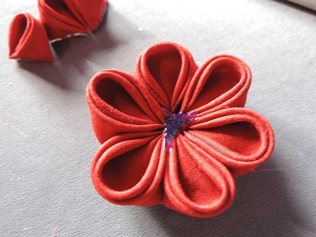 Peony flower tutorial - adding the last petals
