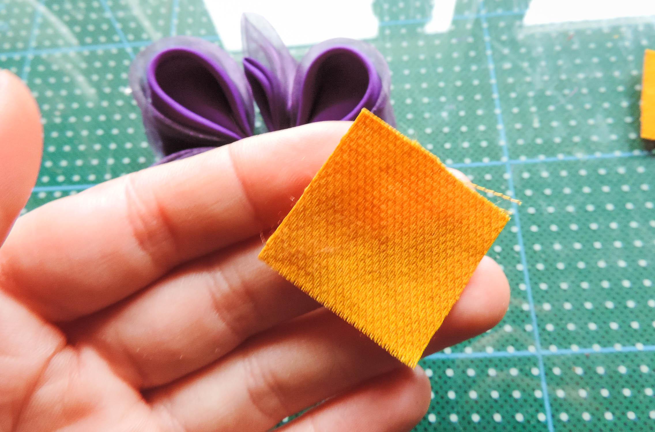 Iris flower tutorial - making the yellow petals 1