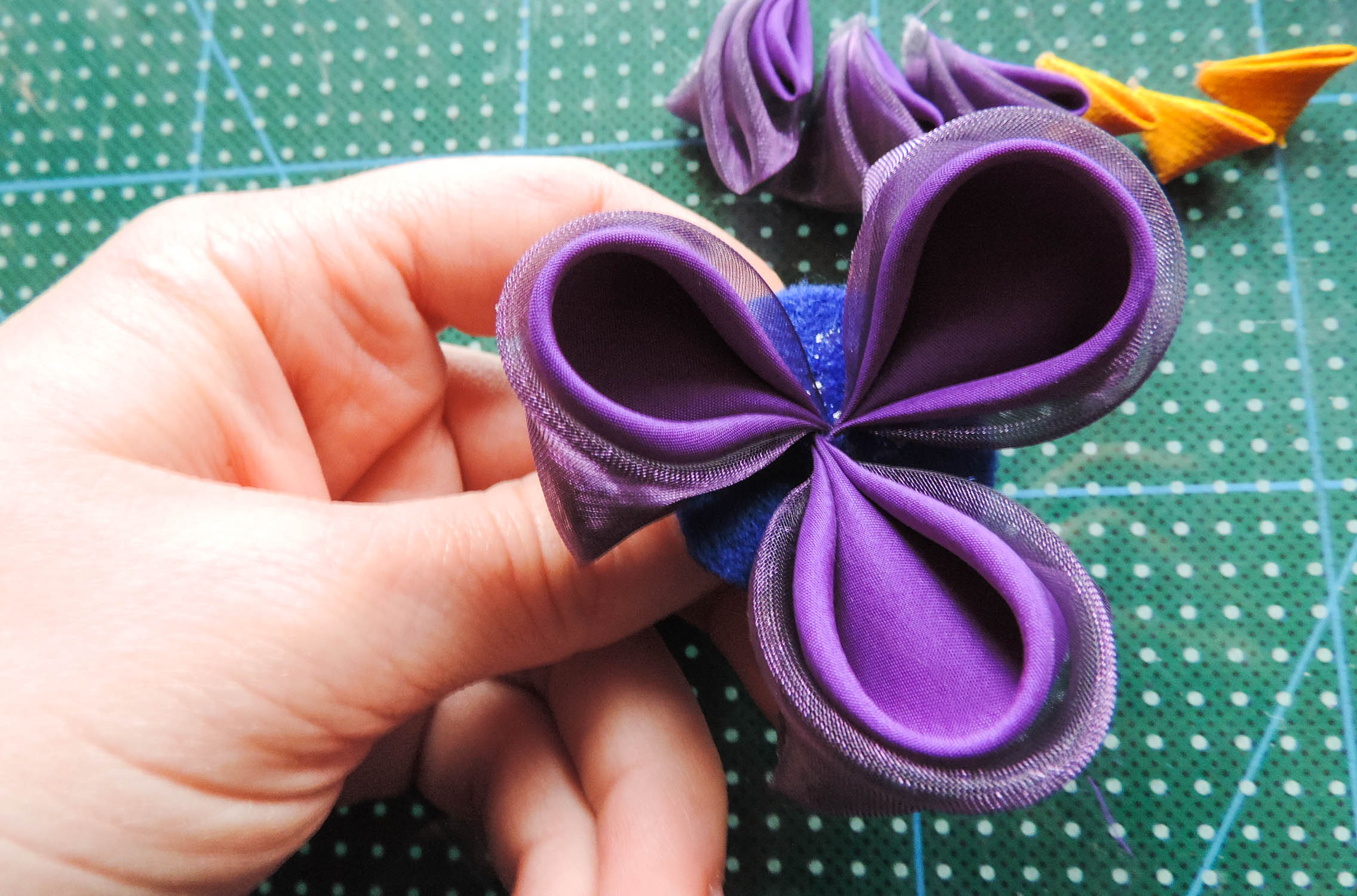 Iris flower tutorial - attaching the petals to the base 2