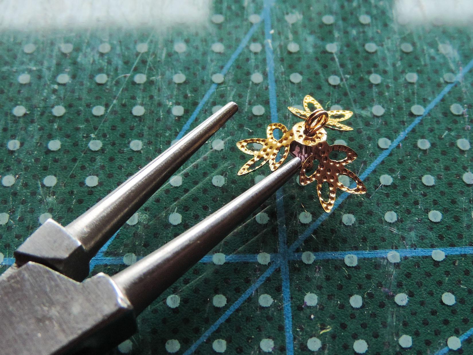 Iris flower tutorial - preparing the center piece 2