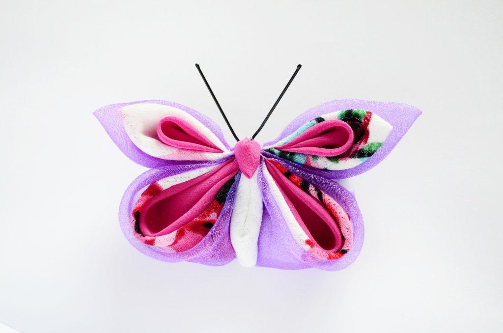Fluture roz mov flori