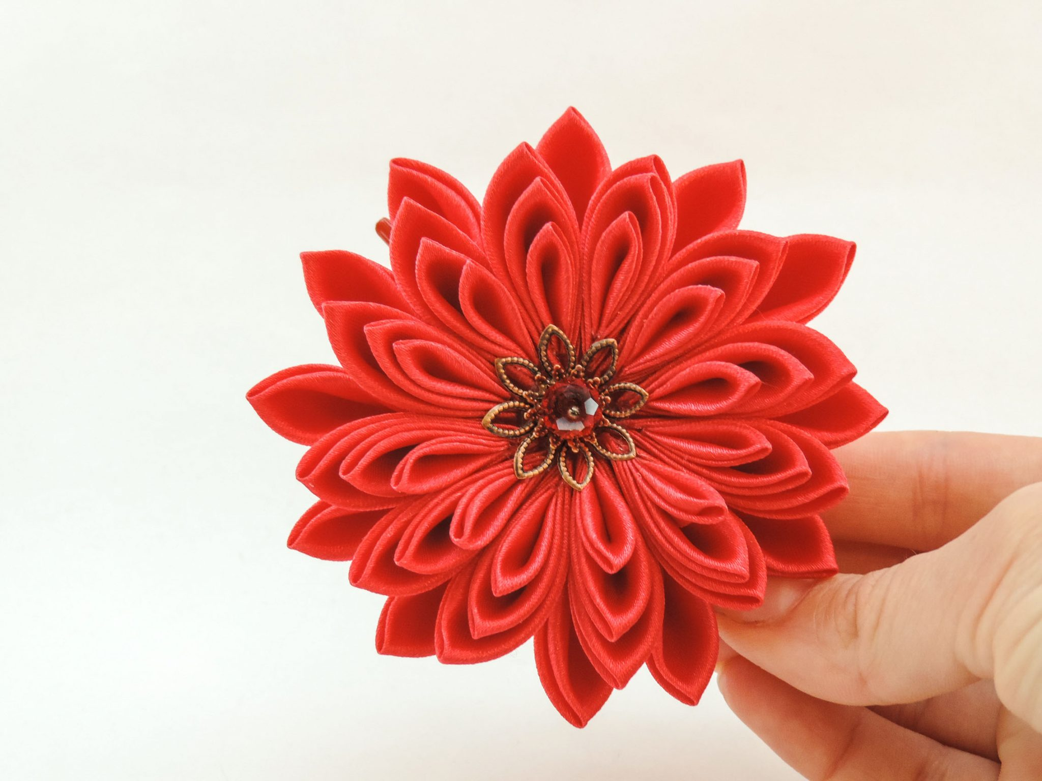 Red satin chrysanthemum - DIY tutorial