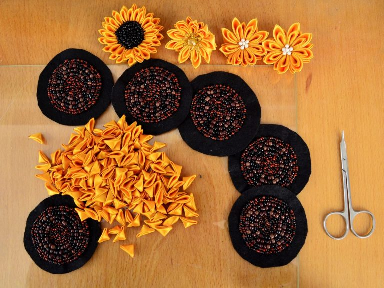 Tutorial bead embroidery sunflowers in progress