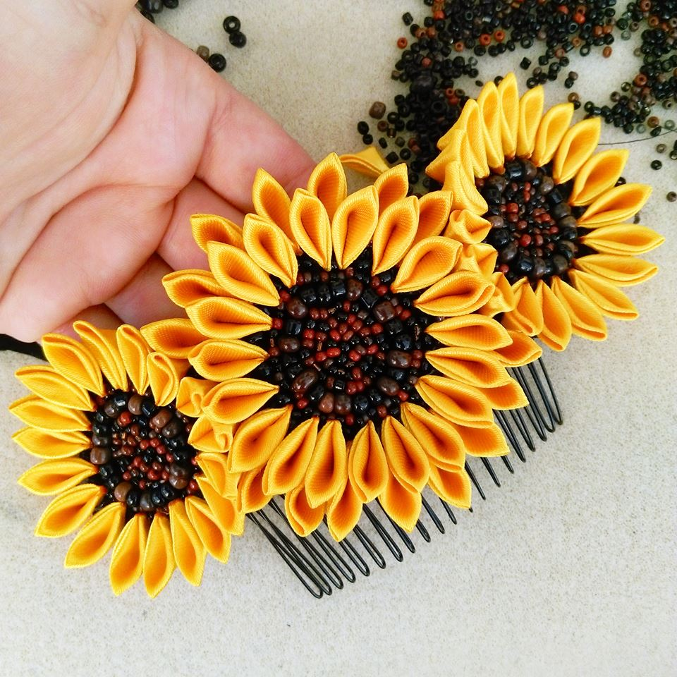 Bridal sunflower comb with black brown seed beads