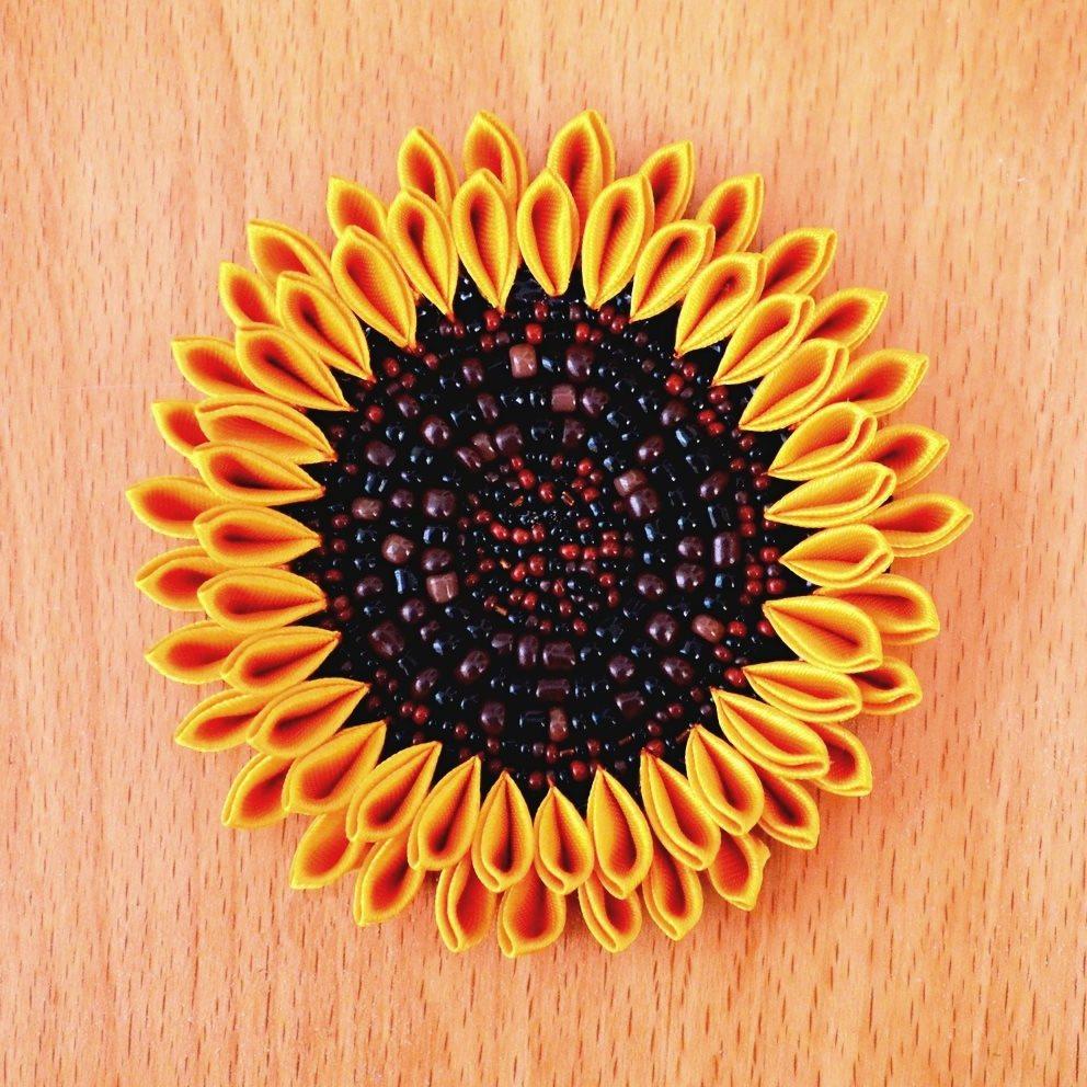 Floarea soarelui cu margele de nisip maro si negre