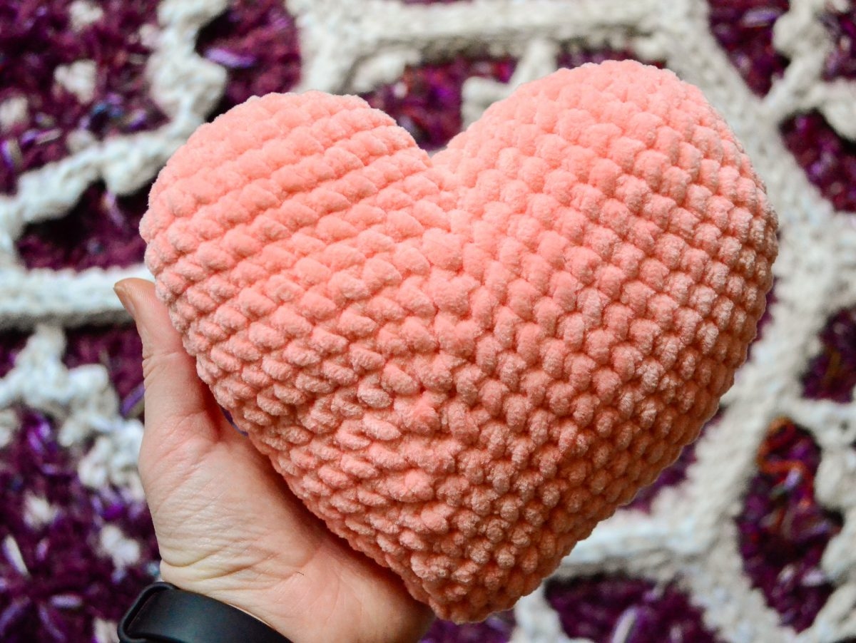 Patchy heart amigurumi free crochet pattern 6
