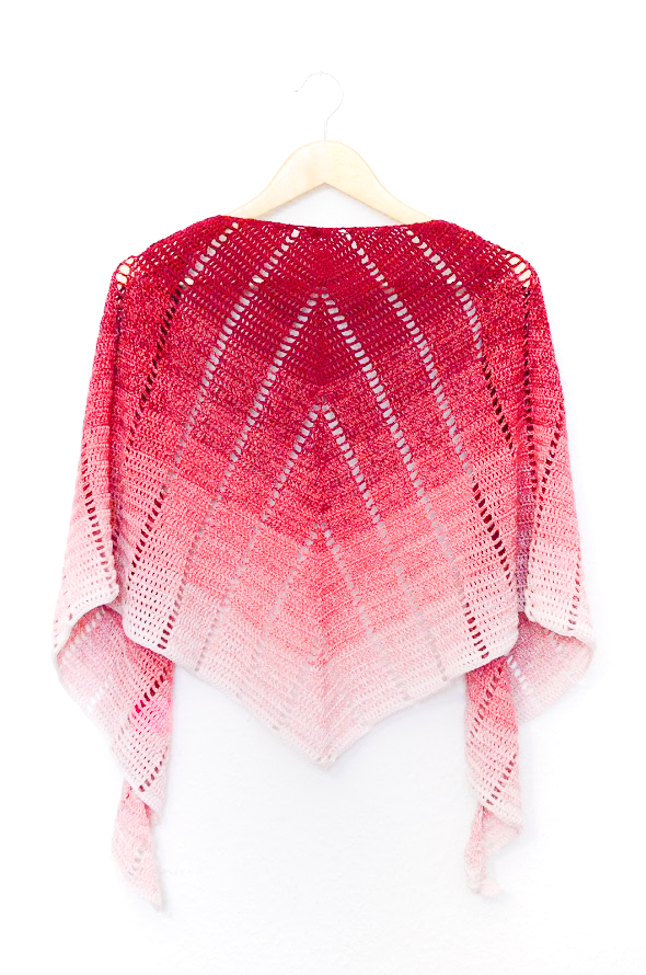 Raspberry croissant shawl - free crescent shawl crochet pattern